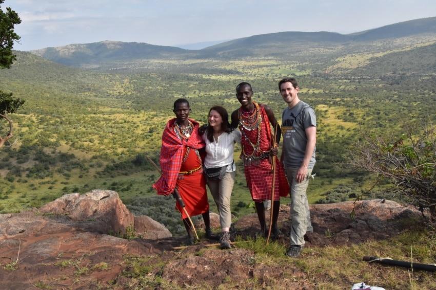 Gruppenbild mit den Maasai-Gastgebern