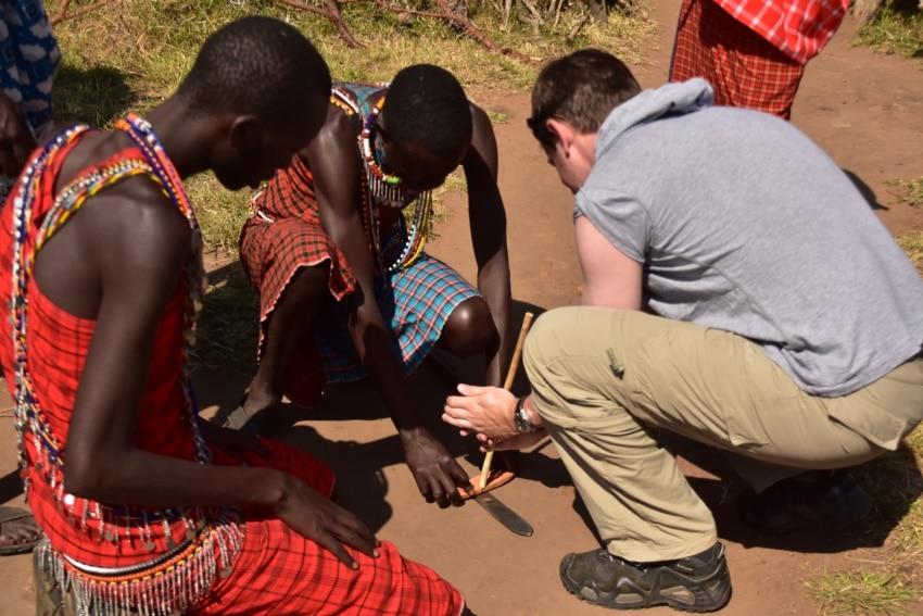 Feuer machen mit den Maasai