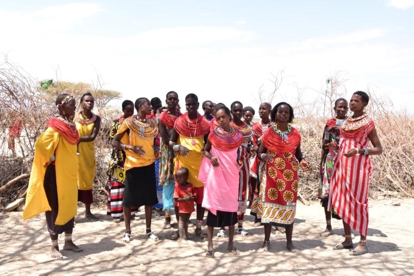 Die Frauen der Samburu tanzen