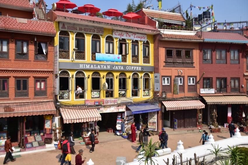 Platz mit Cafes in Bodnath