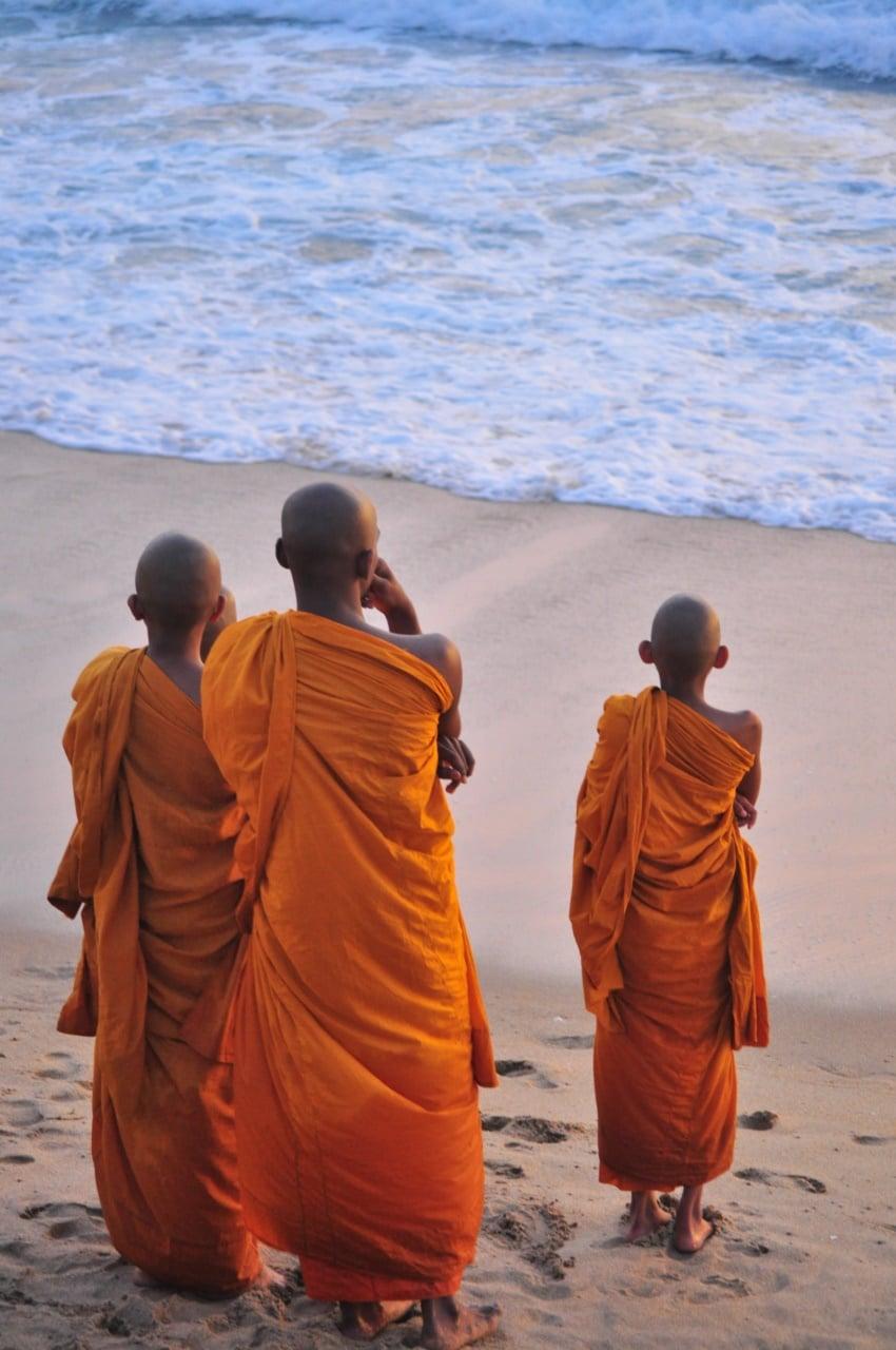 Mönche beim Sonnenuntergang