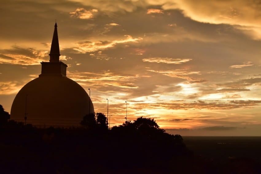 Sonnenuntergang über Anuradhapura