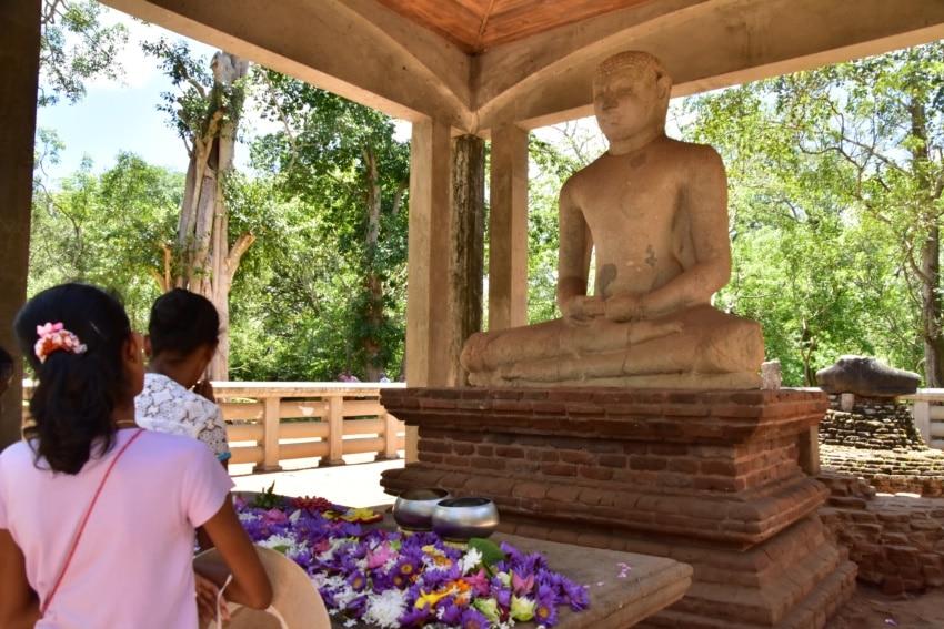 Gebet zu Buddha in Anuradhapura