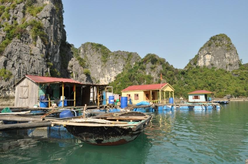Schwimmendes Dorf in Halong