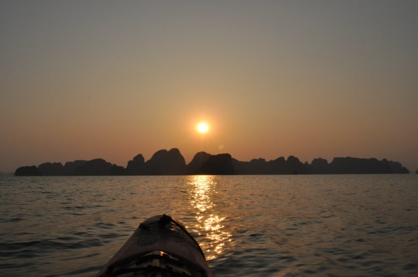 Kajakfahren in den Sonnenuntergang